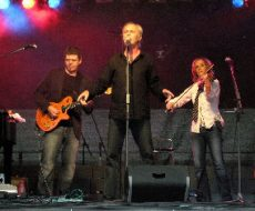 Bandmitglieder von Lift bei einem Konzert